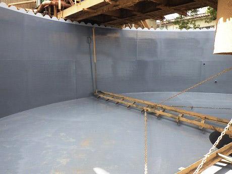 プール_活用事例|廃液水槽 ポリウレアスプレー作業完了