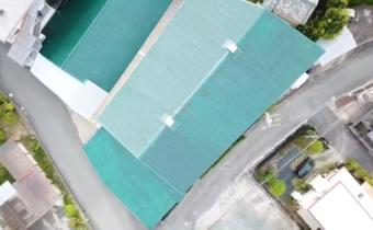 スレート屋根のポリウレア樹脂コーティングの工事の模様をドローン撮影したしました